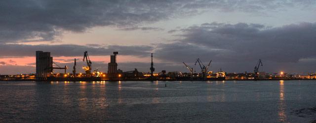Vue du port de Lorient de nuit